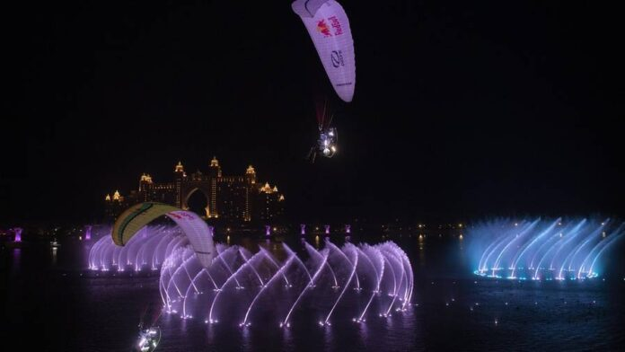 Video: UAE athletes pull off daring stunt above world's largest fountain - News