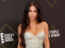 Kim Kardashian Covers Her Whole Face With Head-to-Toe Outfit in NYC